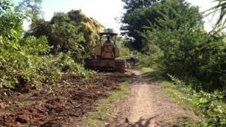 Bulldozing road canal in Phume Thmey ឈួសផ្លូវតាមខ្នងប្រលាយដើម្បីដឹកកសិផលចេញពីស្រែ