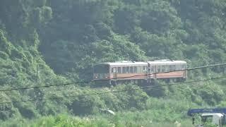 JR大糸線 南小谷駅から発車した キハ120形糸魚川行