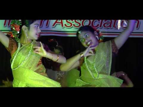 Onappaattin Thaalam thullum ( Group dance )
