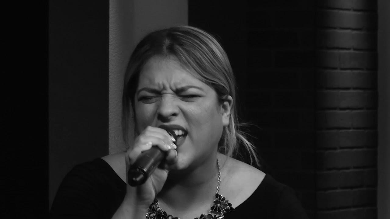 Andrea Azurdia Solo Se Que Me Amas (LIVE)