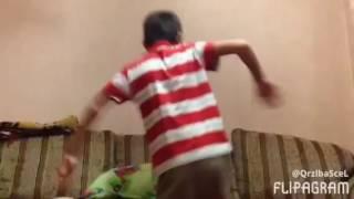Как мой брат танцует(Ставьте Лайк пожалуйста будет много видоса смешных и подписку., 2016-10-03T10:14:04.000Z)