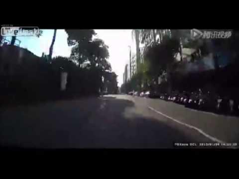 Lady Runs Red Light And Hits Honda S2000 Dash Cam