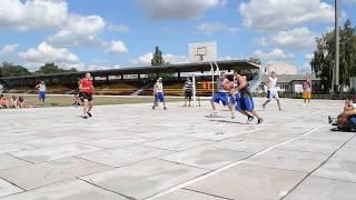 Моника vs Берия.MOV(Турнир по уличному баскетболу Varva Streetball Challenge 911 Матч за 3-е место: Берия (Варва) 8-12 Моника (Варва)., 2012-08-14T23:42:06.000Z)