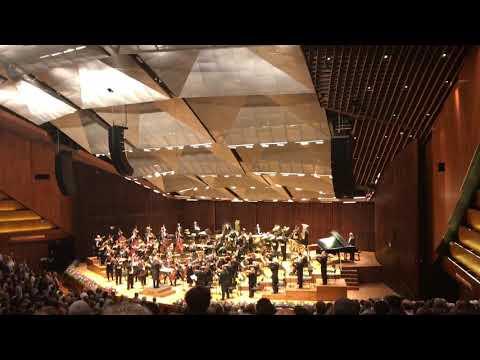 Israeli Philharmonic Orchestra plays Hatikva