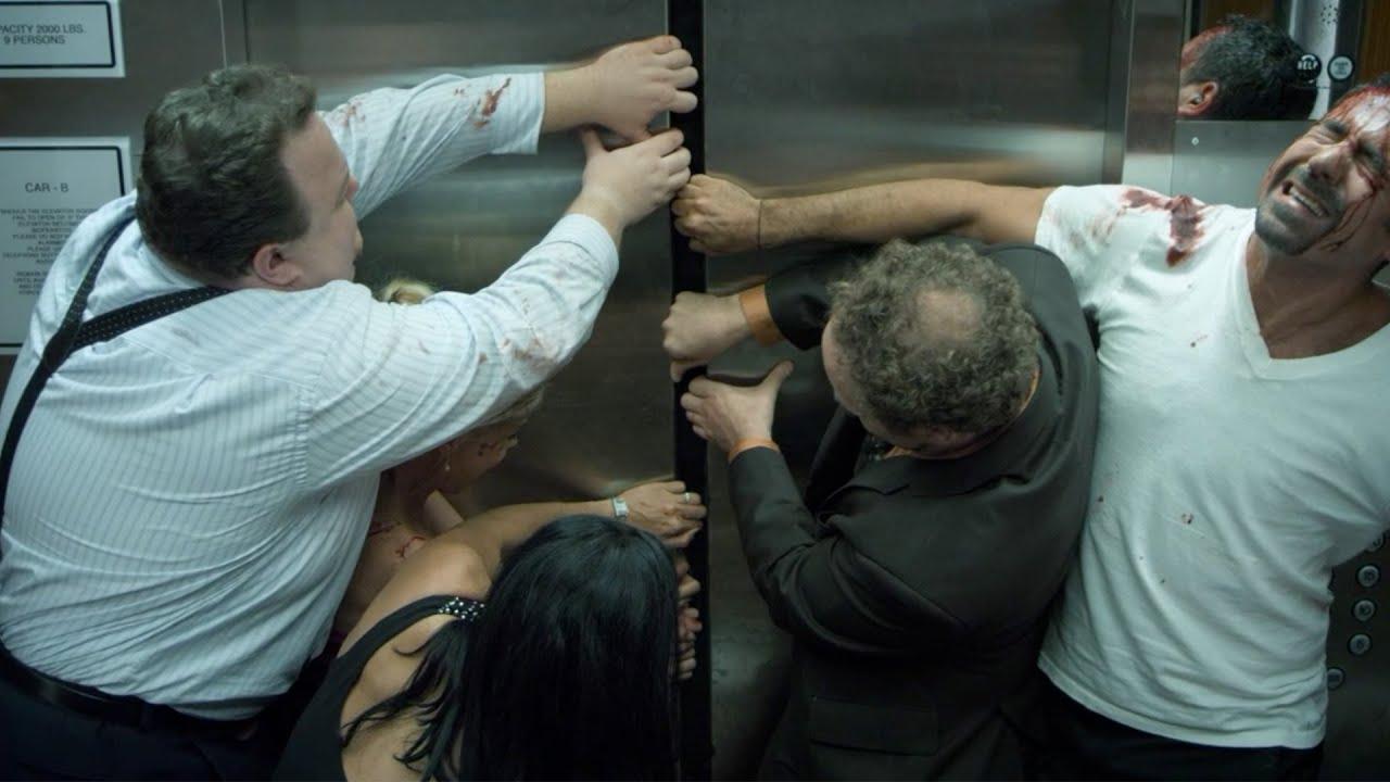 【穷电影】9人被困电梯,一名大妈突然死亡,等发现大妈异样后大家只想逃