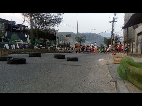 Moradores de santíssimo Zona oeste do Rio protestam contra assalto