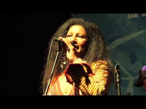 "eTown webisode 52 - Razia Said performs ""Slash and..."