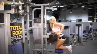 Фитнес. Грудные мышцы. Отжимания на брусьях.(Мария Гаврилова тренирует грудь. Упражнения на разных тренажерах призваны акцентировано воздействовать..., 2011-09-08T12:03:47.000Z)
