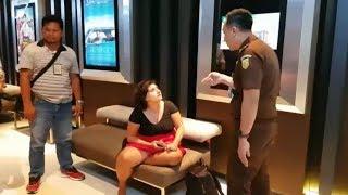 Download Video Tiga Kali Mangkir di Sidang Putusan,  Auj-e Taqaddas Dijemput Paksa Oleh Petugas Kejari MP3 3GP MP4