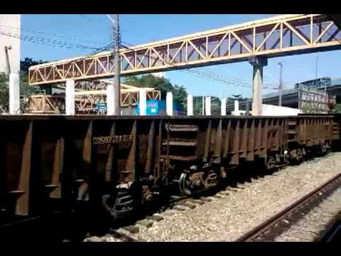trem de carga da MRS passando pela estação Del Castilho - 480p