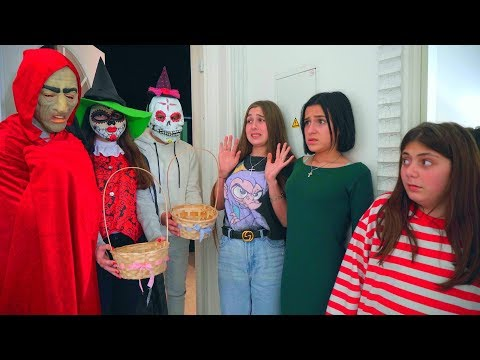 МОНСТРЫ НА ХЭЛЛОУИН!! Девочки ПОВЕРИЛИ? // Halloween Monsters