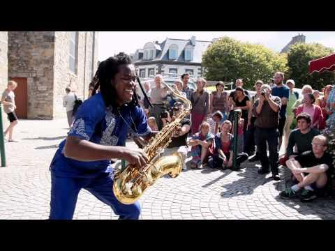 Gangbé Brass Band - Street Performance - Fanfare HD