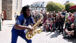 Gangbé Brass Band - Street Performance - Fanfare HD