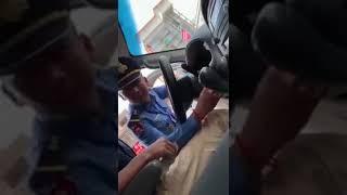 交警向无照驾车中国人索要50美元 影片被疯传