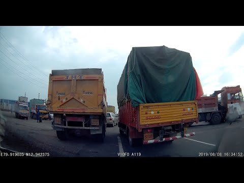 Truck crash - crossing accident site on Chennai - Bangalore highway near  Sriperumbudur