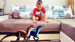 Jurassic Park DINOSAURS at home. Jurassic World! Giant Life Size. Fallen Kingdom raptor blue