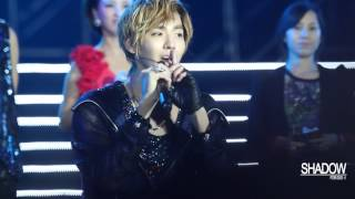 "[Fancam] 121029 Kris singing ""At least I have you"" @ Yangtze River Music Festival"