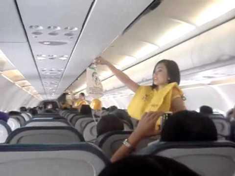 Tiếp viên nhún nhảy trên máy bay - wWw.ClubDJvn.cOm