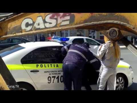 Poliţia făcea ordine la Km0, dar numai de ochii lumii - Curaj.TV