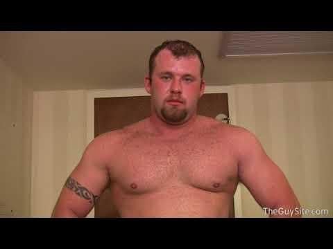 Oso Musculoso Joven Barbita Desvistiendose Y Posando Young Musclebear Striping And Posing
