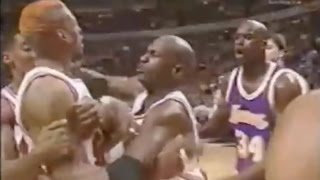 Repeat youtube video Dennis Rodman shuts down Shaq - 0 pts in 2nd Half/OT (Full Version)