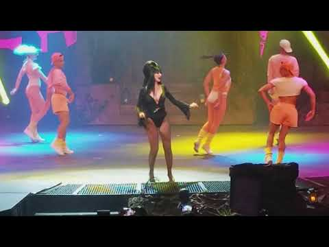 ELVIRA FINAL show 2017 knotts scary farm