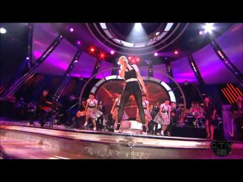 Gwen Stefani ft Akon The Sweet Escape Live American Idol Performance.wmv