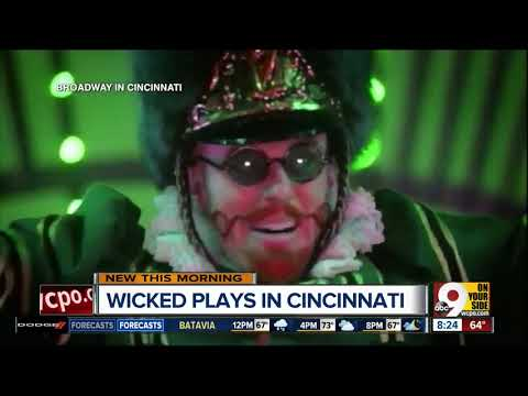 'Wicked' in Cincinnati: How do performers get into those costumes?