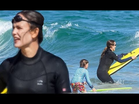 Newly single Jennifer Garner hits Malibu with Bradley Cooper, as ...