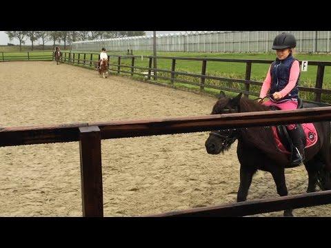 Tessa leert paardrijden - van privéles naar de gewone les