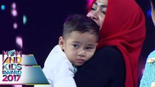Video Mama Rita, Nagita Slavina Menangis Saat Dengar lagu KASIH IBU  - Mom & Kids Awards 2017 (13/12) download MP3, 3GP, MP4, WEBM, AVI, FLV Oktober 2018