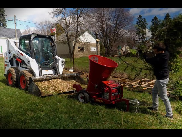 Split-fire 4090 WoodChipper - Chipping Cedar!!