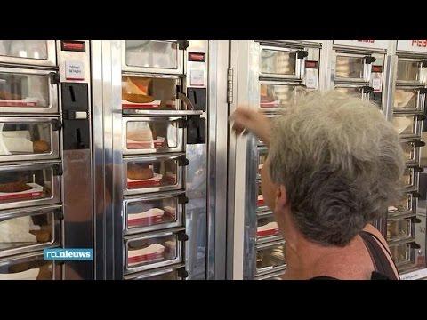 Al 75 jaar eten uit de muur bij de Febo - RTL NIEUWS