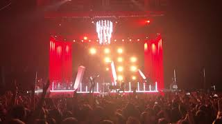 "Hurts ""Beautiful Ones"" live (October 29, 2017)"