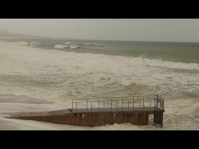 L'onatge envaint la platja de Badalona - Abril 2019