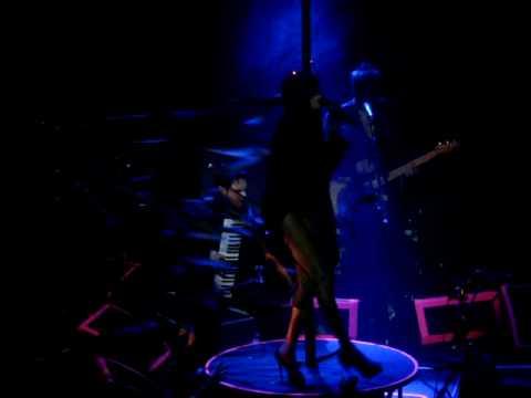 Grace Jones en Nihad Hrustanbegovic in Paradiso Amsterdam 2009 Strange - Libertango