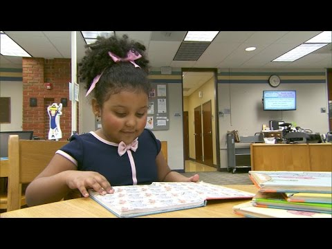 4-year-old girl reads more than 1,000 books