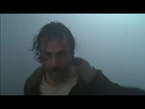 The Walking Dead 7x01 Rick Battles Walkers
