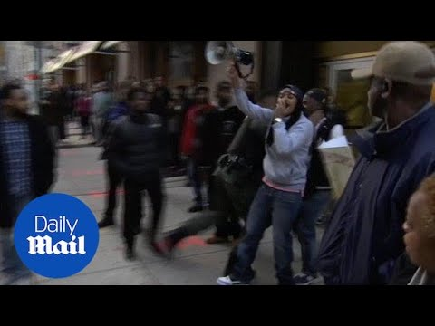Baltimore cop chokes protester after Freddie Gray mistrial - Daily Mail