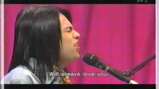 「I will always love you」(Whitney Houston )を歌う中川晃教.