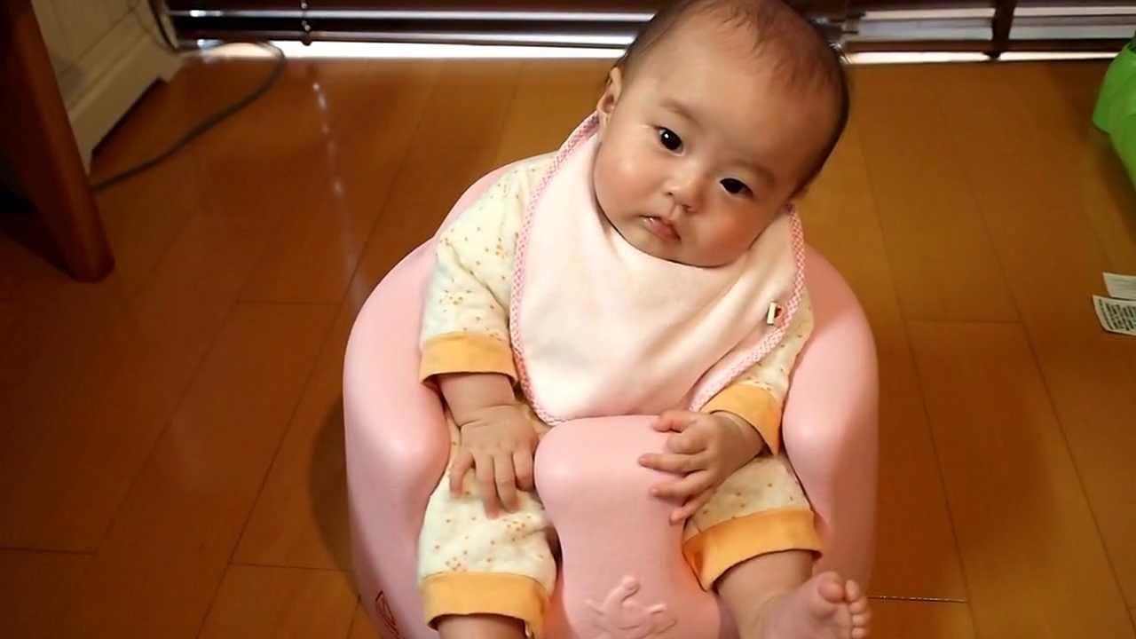014_生後3ヶ月28日赤ちゃん 『初めてイスに座る。固まる』 Bumbo,3 month old baby , YouTube