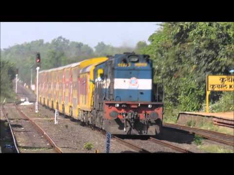 KONKAN'S DOUBLE DECKER with a dancing WDM3D skips Kudal in style!