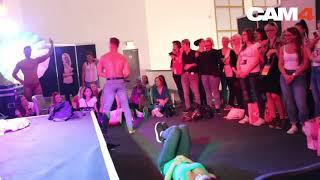 Geile Strip Show (Hot Guy)