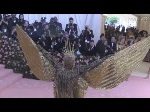 La excentricidad de los famosos vuelve a la gala del MET