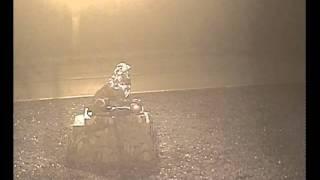 Cаморазрушающийся Пысанковый лев в Луганске.avi(Ночью 10 декабря в Луганске