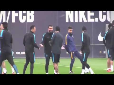 Neymar invente un nouveau geste technique que aucun de c'est partenaire arrive a faire
