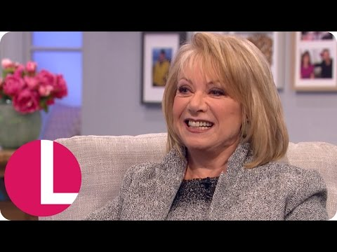 Elaine Paige Nearly Died During a Performance of Cats | Lorraine