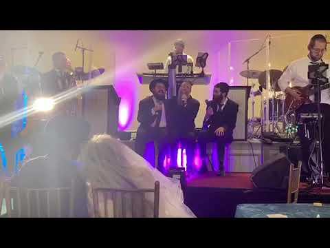דואט בסיום חתונת בנו אברהם פריד