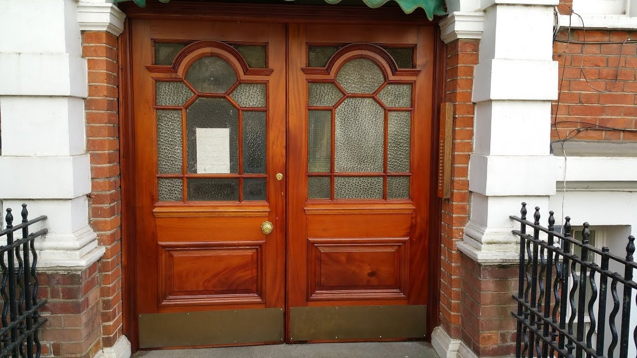 1896\u0027s Mahogany Door Restoration by London door restorers | Spraying doors - YouTube & AMAZING!! 1896\u0027s Mahogany Door Restoration by London door ...
