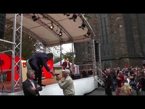 SPD Wahlkampf in Halle Saale Sigmar Gabriel wird auf Vergewaltigungsstraftaten angesprochen